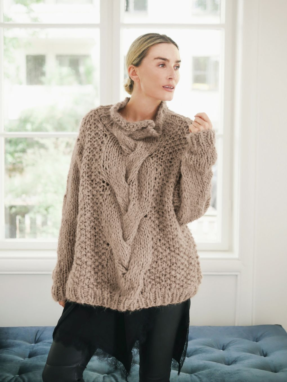 Henriette Genser kamel, kjøp den som strikkepakken hos HoY
