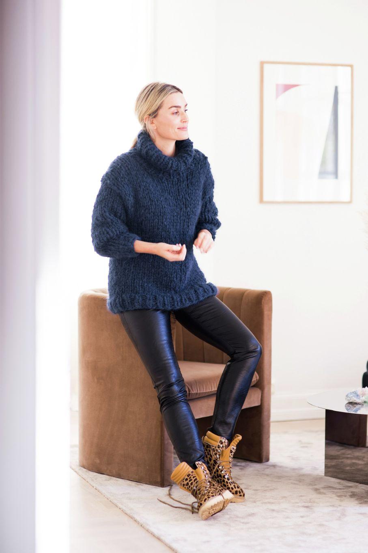 Anne Genser Marine, kjøp den som strikkepakke hos HoY.no