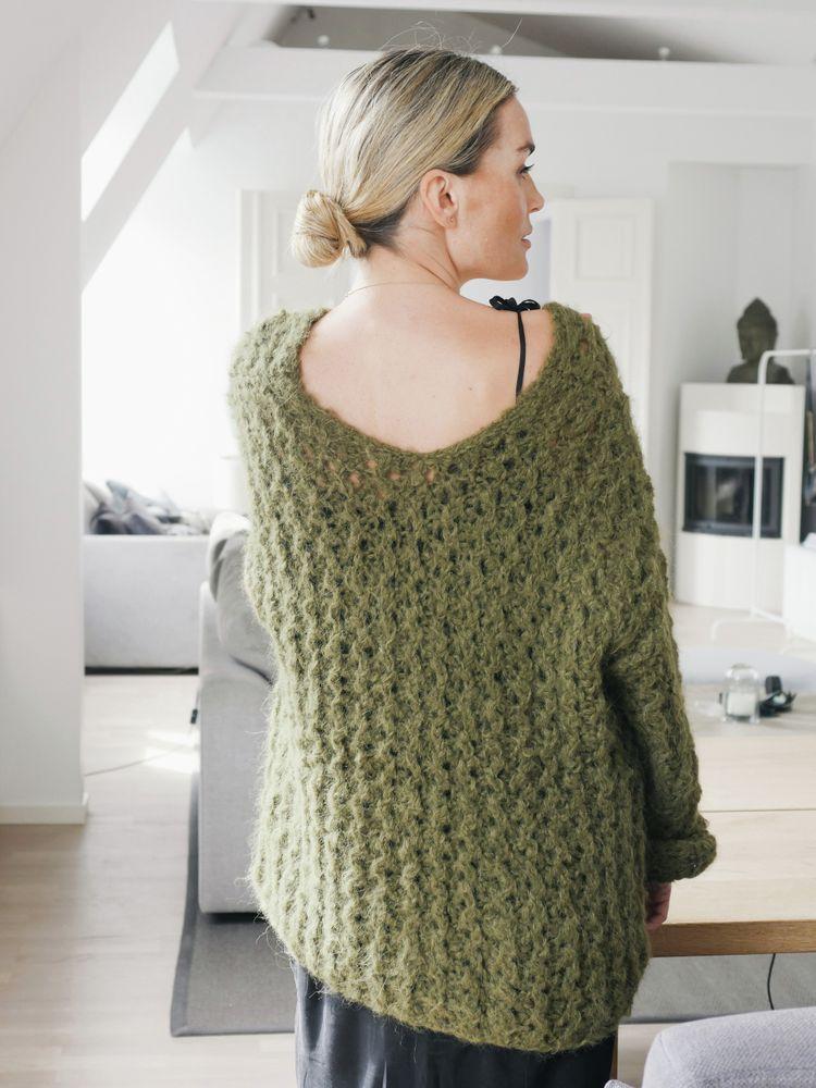 Guri Genser Oliven, kjøp den som strikkepakke hos HoY.no